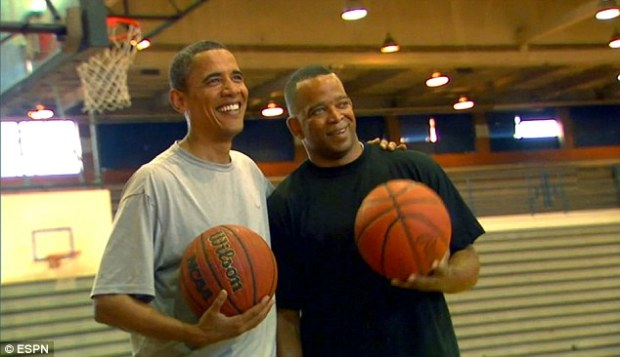 Stuart Scott pictured with Barack Obama after getting #buckets